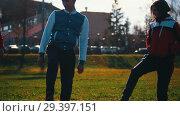 Купить «Two young woman and a man in sport costumes warming up in park. Beautiful sunlight», видеоролик № 29397151, снято 23 июля 2019 г. (c) Константин Шишкин / Фотобанк Лори