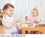 Купить «little girls sitting and drawing.», фото № 29400615, снято 23 ноября 2014 г. (c) Дарья Филимонова / Фотобанк Лори