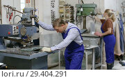 Купить «Serious craftsman working on glass drilling machine in workshop», видеоролик № 29404291, снято 16 октября 2018 г. (c) Яков Филимонов / Фотобанк Лори