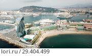 Купить «View from drone of Barceloneta beach with luxury hotel W Barcelona», видеоролик № 29404499, снято 29 июля 2018 г. (c) Яков Филимонов / Фотобанк Лори