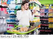 Купить «Customer telephoning to consult», фото № 29405759, снято 23 ноября 2016 г. (c) Яков Филимонов / Фотобанк Лори