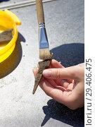 Купить «Археология: очистка ржавого кончика древней стрелы от остатков почвы», фото № 29406475, снято 10 июля 2018 г. (c) Круглов Олег / Фотобанк Лори
