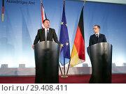 Купить «Berlin, Germany - Federal Foreign Minister Heiko Maas and British Foreign Minister Jeremy Hunt.», фото № 29408411, снято 23 июля 2018 г. (c) Caro Photoagency / Фотобанк Лори