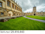 Купить «Tom Quad. Christ Church. Oxford University. England», фото № 29410843, снято 15 мая 2009 г. (c) Serg Zastavkin / Фотобанк Лори