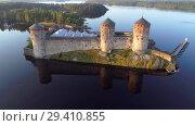 Купить «Крепость Олавинлинна июльским утром (съемка с квадрокоптера). Савонлинна, Финляндия», видеоролик № 29410855, снято 25 июля 2018 г. (c) Виктор Карасев / Фотобанк Лори