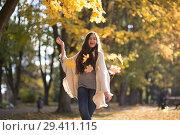 Купить «Young Woman walks in autumn park», фото № 29411115, снято 3 ноября 2018 г. (c) Типляшина Евгения / Фотобанк Лори