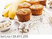 Купить «Банановые кексы из овсяных хлопьев», фото № 29411255, снято 9 апреля 2018 г. (c) Надежда Мишкова / Фотобанк Лори