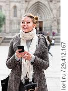 Купить «female in the historical center with mobile», фото № 29412167, снято 11 ноября 2017 г. (c) Яков Филимонов / Фотобанк Лори