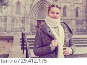 Купить «female in the historical city center», фото № 29412175, снято 11 ноября 2017 г. (c) Яков Филимонов / Фотобанк Лори