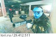 Купить «male in blue mask is targeting in enemy», фото № 29412511, снято 10 июля 2017 г. (c) Яков Филимонов / Фотобанк Лори