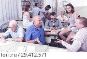 Купить «Group mixed ages discussion during course», фото № 29412571, снято 28 июня 2018 г. (c) Яков Филимонов / Фотобанк Лори
