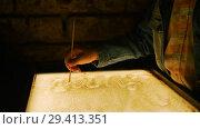 Купить «Drawing with a sand on the screen. Drawing with a thin stick», видеоролик № 29413351, снято 15 ноября 2018 г. (c) Константин Шишкин / Фотобанк Лори