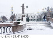 Купить «Sainkt Petersburg in the winter. The embankment of Griboyedov Canal and the Krasnogvardeysky Bridge in snowy day. View of the bell tower and the domes of the St. Nicholas Naval Cathedral», фото № 29419635, снято 26 января 2016 г. (c) Виктория Катьянова / Фотобанк Лори