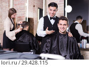 Male discussing haircut with hairdresser. Стоковое фото, фотограф Яков Филимонов / Фотобанк Лори