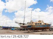 Купить «Старые яхты на территории морского порта в курортном городе Евпатории, Крым», фото № 29428727, снято 1 июля 2018 г. (c) Николай Мухорин / Фотобанк Лори