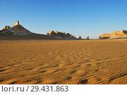 Купить «Aqabat mountains in Sahara, Egypt», фото № 29431863, снято 25 декабря 2008 г. (c) Знаменский Олег / Фотобанк Лори