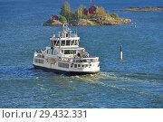 Купить «Helsinki City Transport maintains all-year-round ferry link from Suomenlinna (Sveaborg) fortress to Helsinki. Autumn», фото № 29432331, снято 24 сентября 2018 г. (c) Валерия Попова / Фотобанк Лори