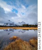 Купить «Canadian Rockies. Assiniboine Provincial Park. Fall Color Reflection.», фото № 29433123, снято 23 сентября 2018 г. (c) age Fotostock / Фотобанк Лори
