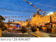 Купить «Christmas fair on the Red square in Moscow, Russia», фото № 29434607, снято 20 декабря 2016 г. (c) Наталья Волкова / Фотобанк Лори