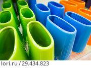 Купить «Разноцветные керамические подставки для зубных щеток», фото № 29434823, снято 20 июня 2018 г. (c) Вячеслав Палес / Фотобанк Лори