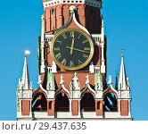 Купить «Спасская башня Кремля. Куранты крупным планом. Солнечный день, голубое безоблачное небо. Москва», фото № 29437635, снято 5 ноября 2018 г. (c) E. O. / Фотобанк Лори