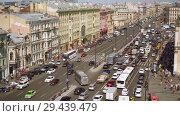 Купить «Aerial view of pedestrian crossing of Ligovsky prospect, Moscow railway station», видеоролик № 29439479, снято 8 августа 2018 г. (c) Ирина Мойсеева / Фотобанк Лори