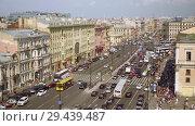 Купить «Aerial view of pedestrian crossing of Ligovsky prospect, Moscow railway station», видеоролик № 29439487, снято 8 августа 2018 г. (c) Ирина Мойсеева / Фотобанк Лори