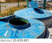Купить «Большие стационарные мусорные контейнеры», фото № 29439491, снято 27 июня 2018 г. (c) Вячеслав Палес / Фотобанк Лори