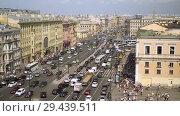 Купить «Aerial view of pedestrian crossing of Ligovsky prospect, Moscow railway station», видеоролик № 29439511, снято 8 августа 2018 г. (c) Ирина Мойсеева / Фотобанк Лори