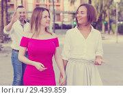 Купить «Young females are talking and stranger man is interesting by them», фото № 29439859, снято 18 октября 2017 г. (c) Яков Филимонов / Фотобанк Лори