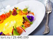 Купить «Fresh trout tartare formed as wreath with vegetables, fruits, flowers», фото № 29440099, снято 21 марта 2019 г. (c) Яков Филимонов / Фотобанк Лори
