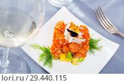 Купить «Salmon tartare with avocado in shape of cube», фото № 29440115, снято 22 марта 2019 г. (c) Яков Филимонов / Фотобанк Лори