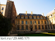 Купить «Hotel de Sully (Jardin de Hotel de Sully)», фото № 29440171, снято 10 октября 2018 г. (c) Яков Филимонов / Фотобанк Лори