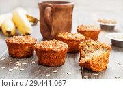 Купить «Oat muffins with banana», фото № 29441067, снято 10 апреля 2018 г. (c) Надежда Мишкова / Фотобанк Лори