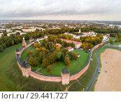 Купить «Вид с воздуха на Новгородский кремль, Россия», фото № 29441727, снято 6 октября 2018 г. (c) Геннадий Соловьев / Фотобанк Лори