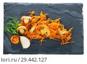 Купить «Roasted champignons with julienne carrots», фото № 29442127, снято 17 декабря 2018 г. (c) Яков Филимонов / Фотобанк Лори