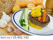 Купить «Beef patty with baked new potatoes, carrots», фото № 29442143, снято 17 декабря 2018 г. (c) Яков Филимонов / Фотобанк Лори
