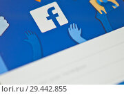 Купить «Авторизация в Facebook. Логотип Facebook на экране смартфона», фото № 29442855, снято 19 ноября 2018 г. (c) Екатерина Овсянникова / Фотобанк Лори