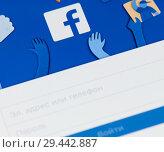 Купить «Авторизация в Facebook. Логотип Facebook на экране телефона», фото № 29442887, снято 19 ноября 2018 г. (c) Екатерина Овсянникова / Фотобанк Лори