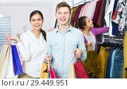 Купить «Couple carrying bags in boutique», фото № 29449951, снято 21 февраля 2020 г. (c) Яков Филимонов / Фотобанк Лори