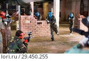 Купить «Teams faced on the battlefield in the arena of paintball.», фото № 29450255, снято 10 июля 2017 г. (c) Яков Филимонов / Фотобанк Лори