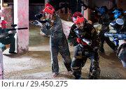 Купить «Players of red team are ready for attack on battlefield.», фото № 29450275, снято 10 июля 2017 г. (c) Яков Филимонов / Фотобанк Лори