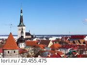 Купить «Башня Олафа в средневековой части города, вид на улицы и крыши домов. Таллин, Эстония», фото № 29455475, снято 29 марта 2018 г. (c) Кекяляйнен Андрей / Фотобанк Лори