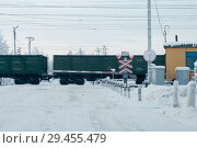 Купить «Railway grade cross with passing freight train, winter season. Car waiting for driving», фото № 29455479, снято 3 января 2011 г. (c) Кекяляйнен Андрей / Фотобанк Лори