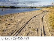 Купить «Sunset lighting of the autumn river bank in Siberia», фото № 29455499, снято 17 сентября 2018 г. (c) Круглов Олег / Фотобанк Лори