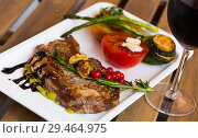 Купить «Fried beef loin with avocado puree and vegetables on wooden background», фото № 29464975, снято 27 июня 2018 г. (c) Яков Филимонов / Фотобанк Лори