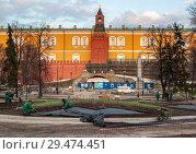 Купить «Реконструкция Александровского сада в Москве, апрель 2010 года», эксклюзивное фото № 29474451, снято 15 апреля 2010 г. (c) Давид Мзареулян / Фотобанк Лори