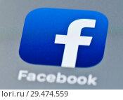 Купить «Иконка Facebook на экране телефона», фото № 29474559, снято 24 ноября 2018 г. (c) Екатерина Овсянникова / Фотобанк Лори