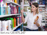 Adult girl choosing hair care treatments. Стоковое фото, фотограф Яков Филимонов / Фотобанк Лори