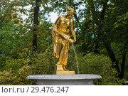 Купить «Петергоф. Скульптура Нижнего парка. Девушка, льющая воду из кувшина», фото № 29476247, снято 26 мая 2019 г. (c) Литвяк Игорь / Фотобанк Лори